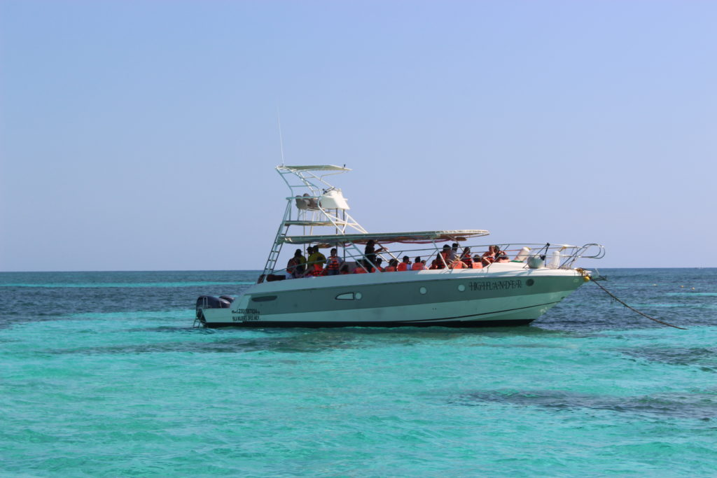 A boat on the water during a snorkeling trip near Isla Contoy