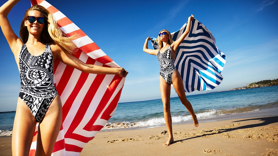 beach towels on the beach. Best Travel Towels For Yoga And The Beach On