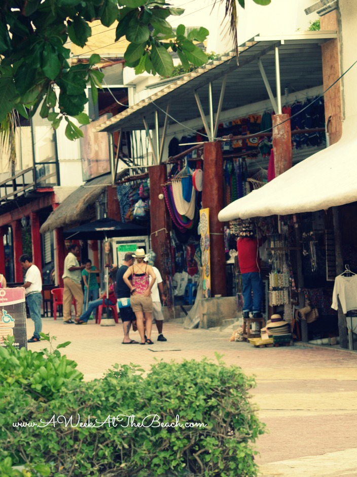 Gift shops on the streets of Playa del Carmen